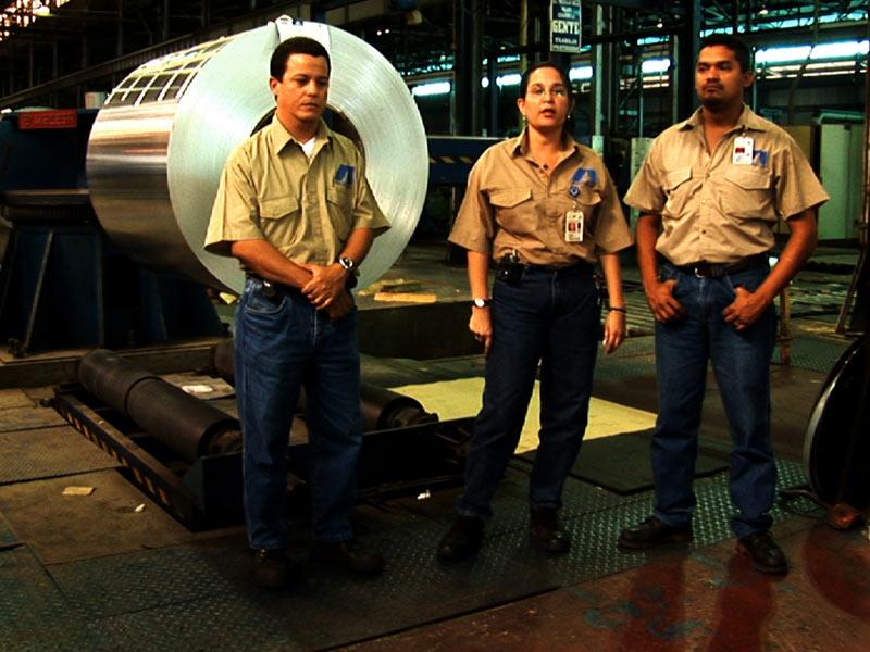 "photo: scene from the movie ""5 Factories"", www.azzellini.net"