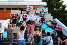 """""""Naša je dužnost da pokažemo da se nećemo miriti s nepravdom"""". Nastavljeni protesti za oslobađanje političkih zatvorenika"""