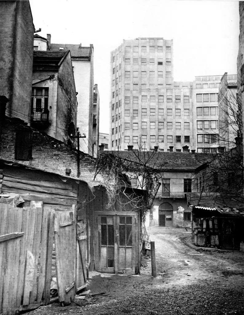Slika 1. PALATA ALBANIJA IZ DVORISTA KOLARCEVE kon bw ok