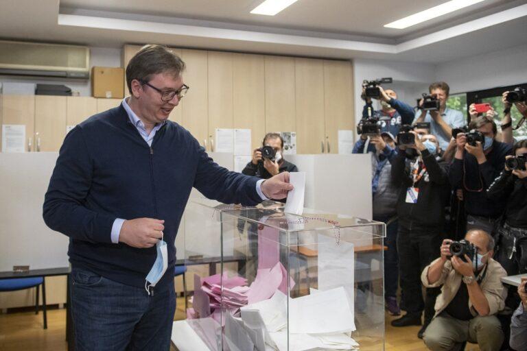 Aleksandar Vučić glasa na izborima