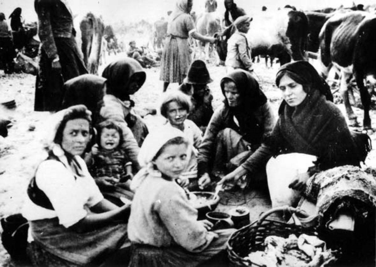 Kozaračke žene i deca u logoru Jasenovac VI u Mlaci, 1942. (Foto: JUSP Jasenovac)
