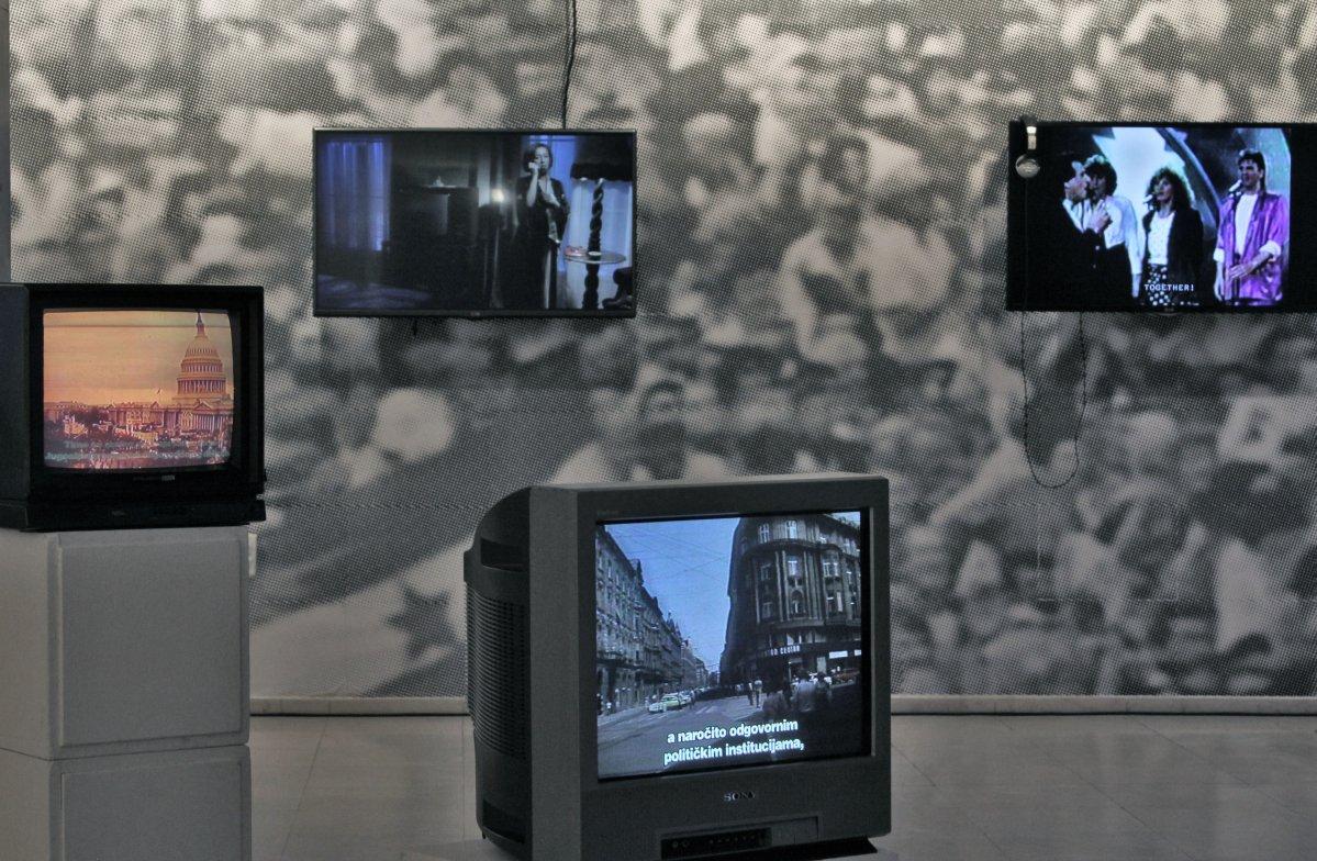 """Deo postavke izložbe """"Neimenovani fragmenti"""" u galeriji Doma kulture Studentski grad"""