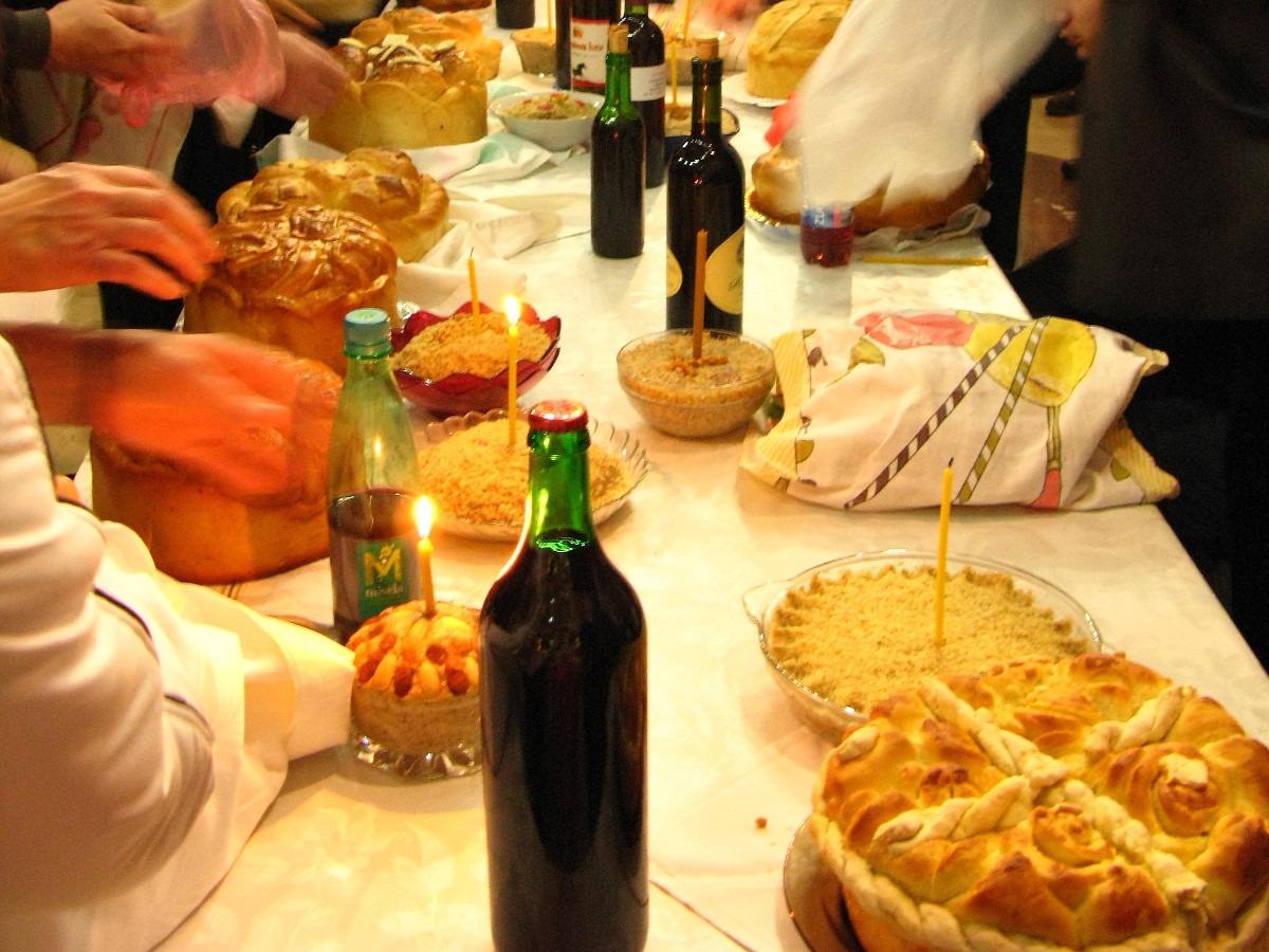 Osveštenje slavskih kolača; Foto: Petar Milošević / Wikimedia Commons