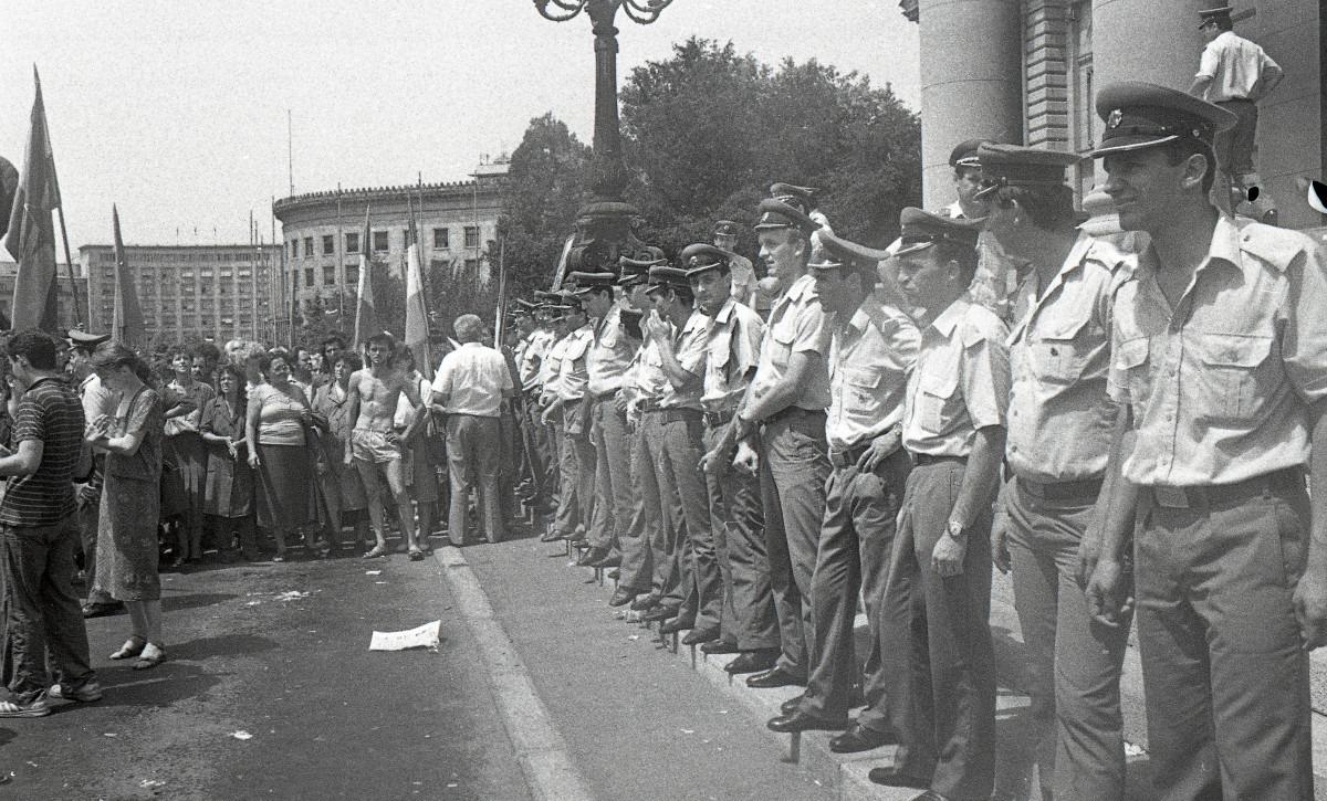 Protest radnika Borova 1988; Izvor: Arhiv Jugoslavije - AJ-112-L-11703-117