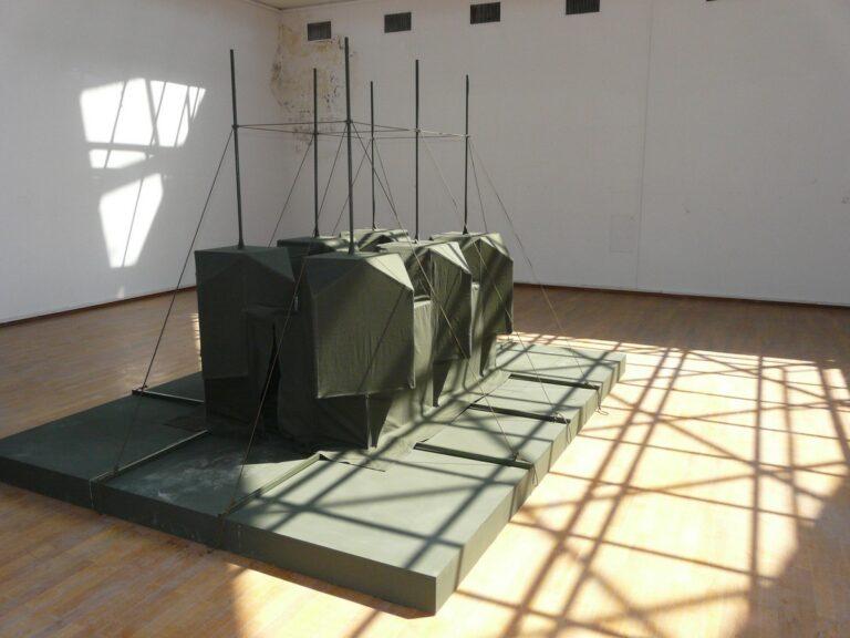 """Fotografija sa (ne)izložbe """"Šta se dogodilo sa Muzejom savremene umetnosti"""" (2012); Foto: Vladimir Jerić Vlidi"""