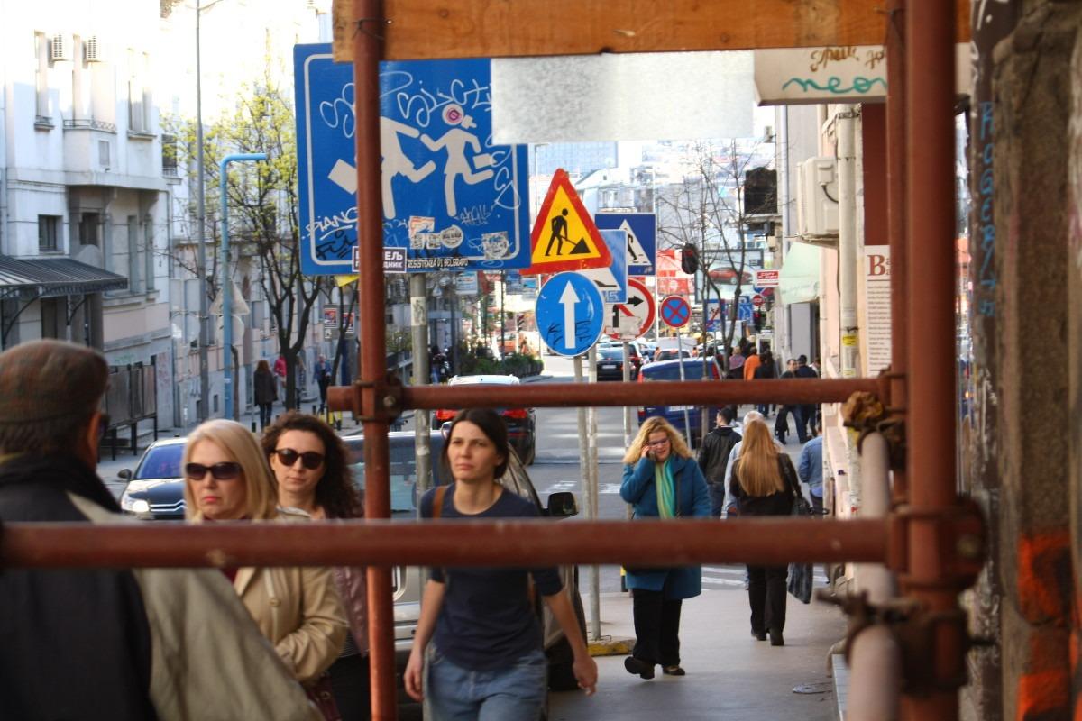 prolaznici na ulici