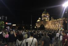 Neredi u Beogradu zbog najavljenog policijskog časa: suzavac, batine, hapšenja