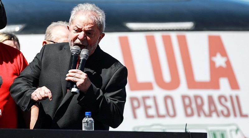 Lula da Silva drži govor na protestu 2018. godine