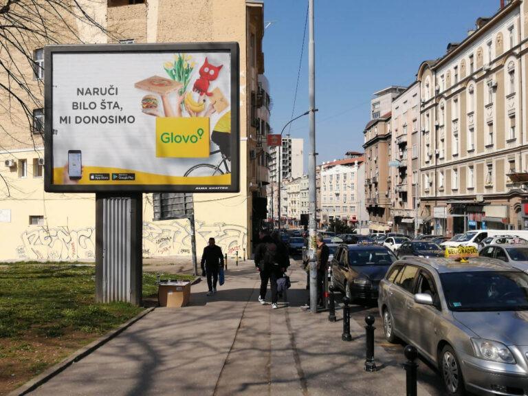 Bilbord sa reklamom za aplikaciju Glovo