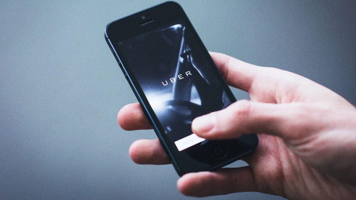 Uber aplikacija na mobilnom telefonu