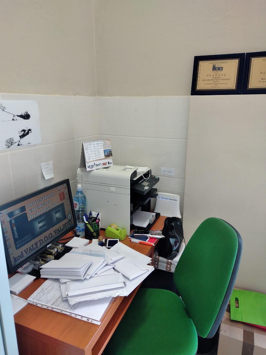 radni sto u kancelariji sindikata u kompaniji Vali