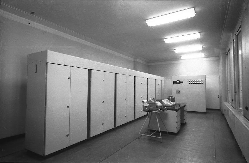 CER-10_computer,_Tanjug_1963.