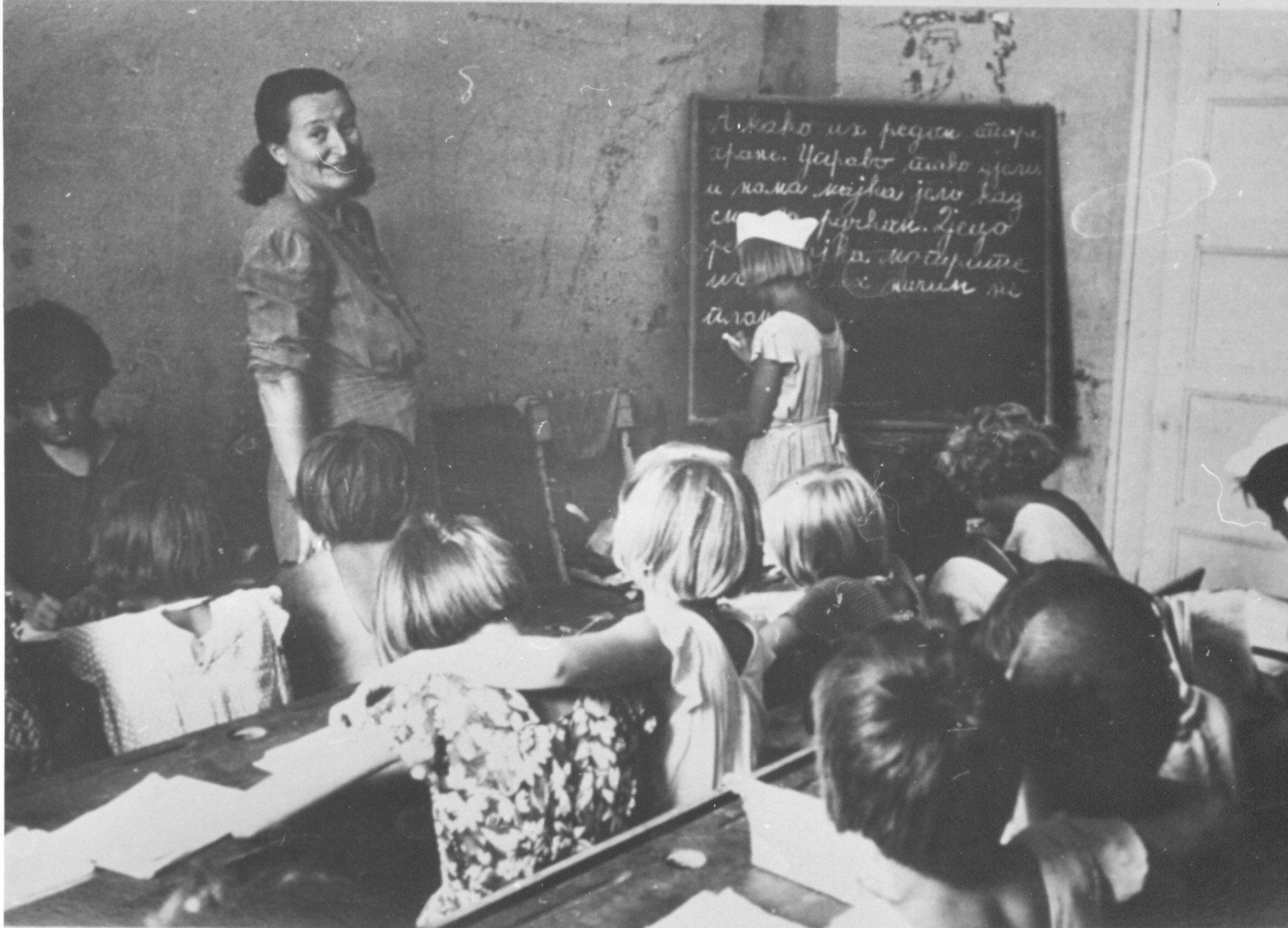 Nastava u dečijem domu u Trogiru za vreme NOB-a, izvor: znaci.net