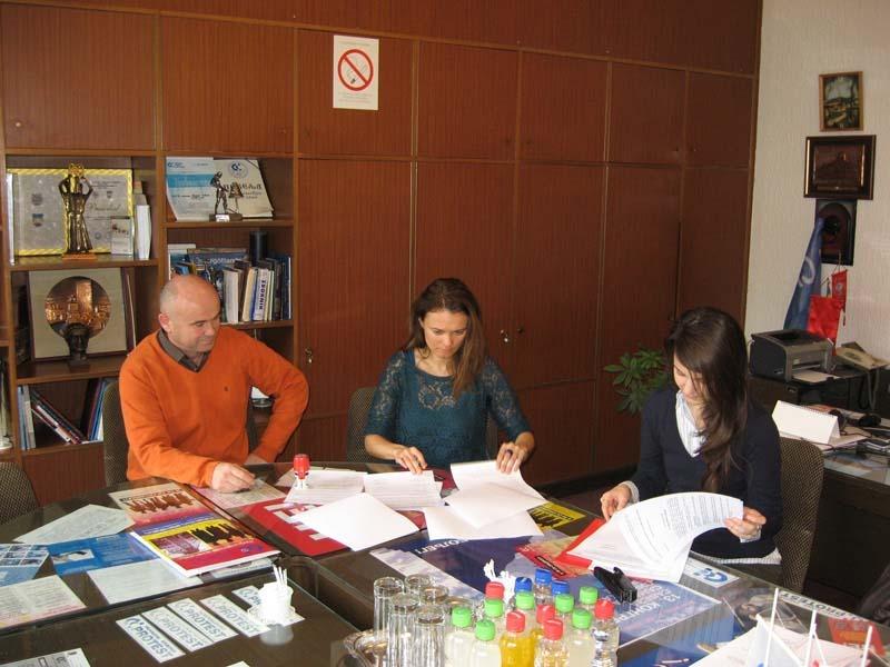 Potpisivanje sporazuma o saradnji između SSSNS i studentskih i civilnih udruženja. Foto: Savez samostalnih sindikata Srbije Novi Sad