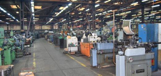 Proizvodna hala fabrike Zastava oružje tokom današnje obustave rada; Sindikalna organizacija Zastava oružje