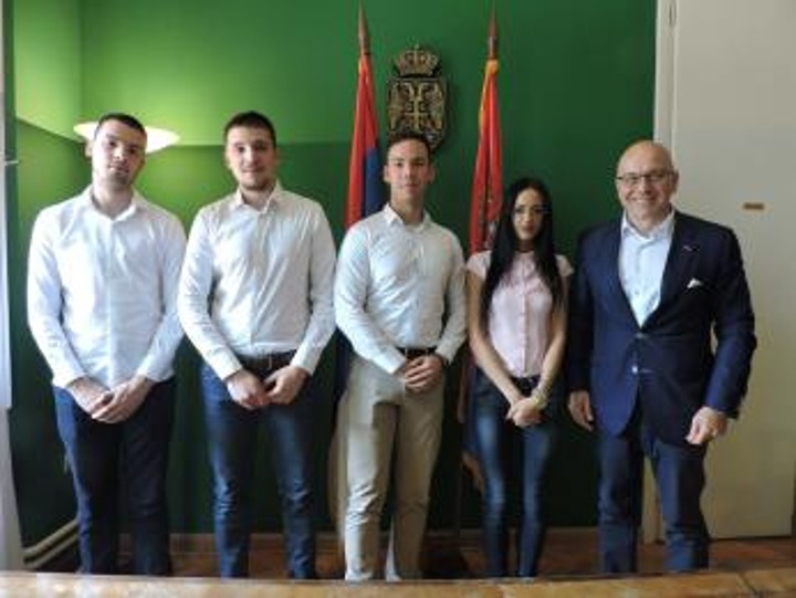 Ministar Vladan Vukosavljević sa predstavnicima neonacističke organizacije Alternativa; Izvor: kultura.gov.rs