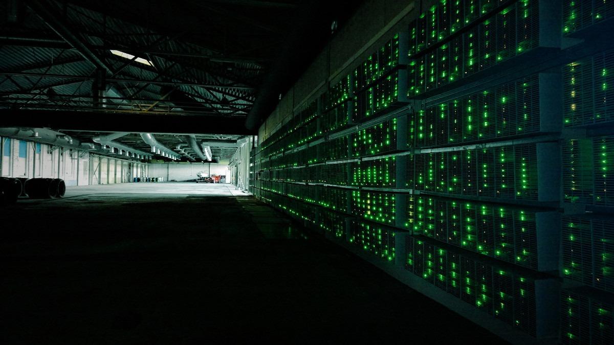 Hangar za rudarenje bitkoina u Kini; Foto: Marko Ahtisaari / Flickr