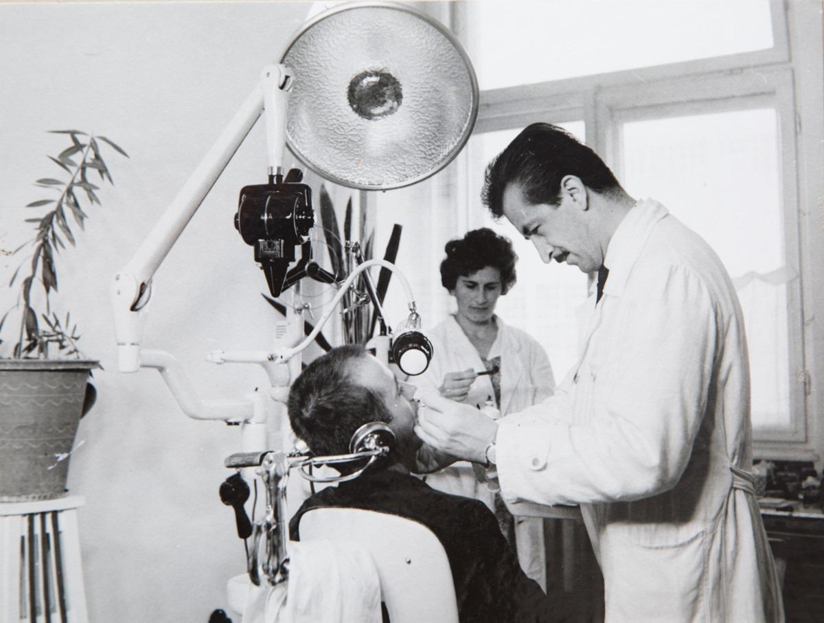 Zdravstvena zaštita u fabrici; Iz kolekcije fotografija Miloša Zvicera