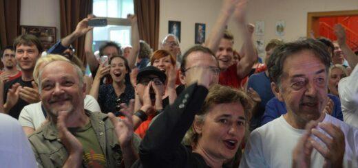 Pristizanje izbornih rezultata u štab Levice; Foto: Levica / Facebook