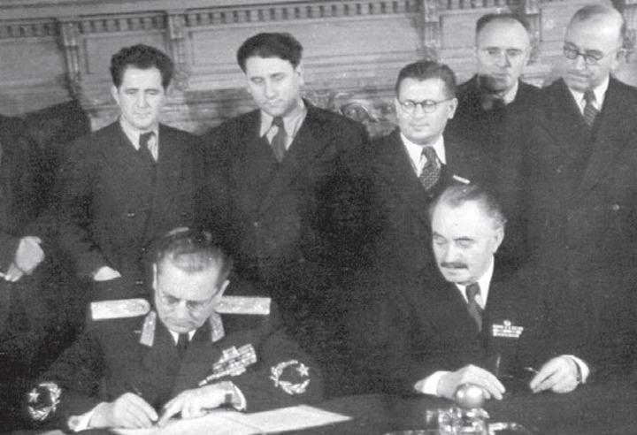 Tito i Dimitrov potpisuju Bledski sporazum