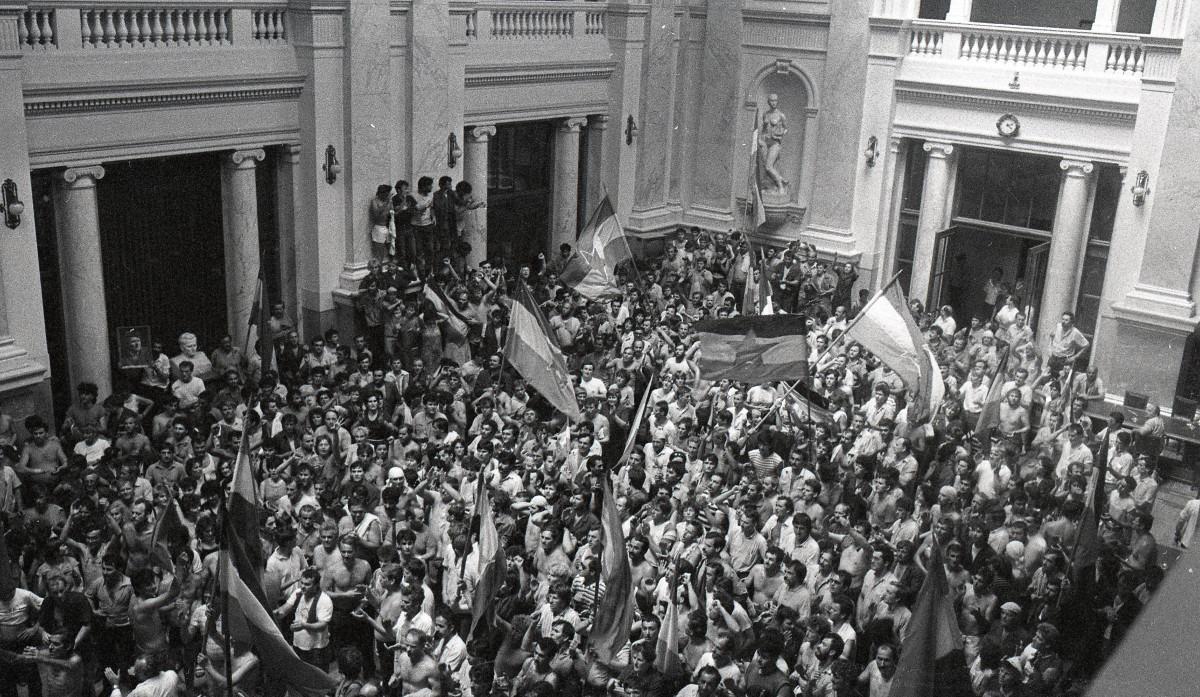 Protest radnika Borova 1988; Izvor: Arhiv Jugoslavije - AJ-112-L-11703-135