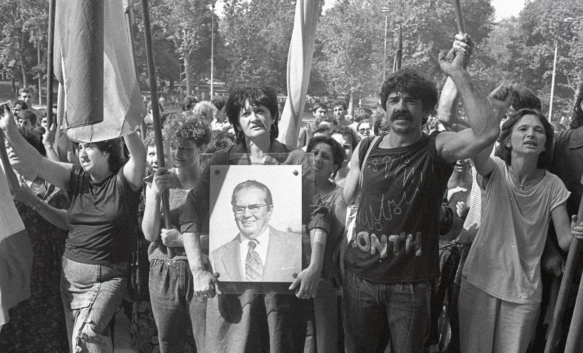 Protest radnika Borova 1988; Izvor: Arhiv Jugoslavije - AJ-112-L-11703-57