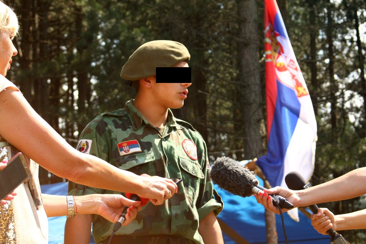 Jedan od učesnika kampa daje izjavu za medije; Foto: Marko Miletić / Mašina