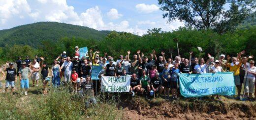 Aktivisti i aktivistkinje tokom akcije oslobađanja reke; Foto: Snežana Lazić / Facebook