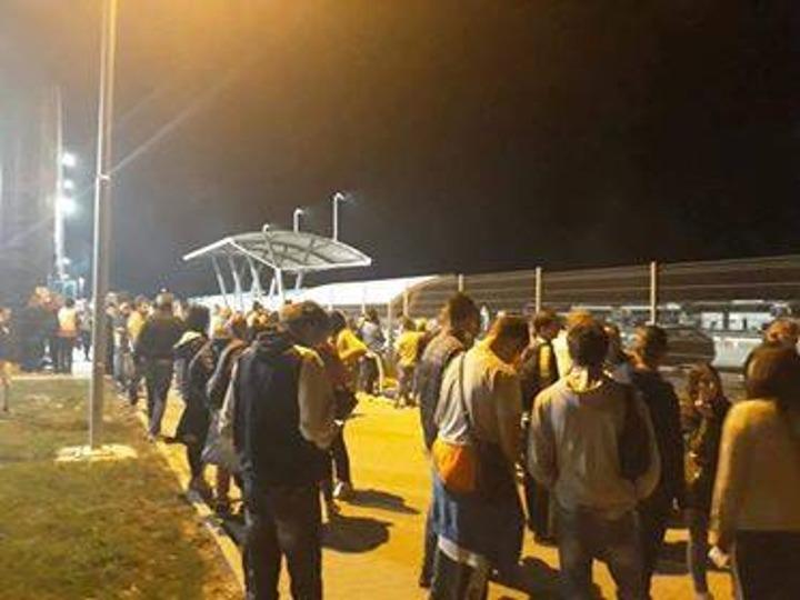 Radnici ispred kapije fabrike u Odžacima; Foto: Anonymus Srbija / Facebook
