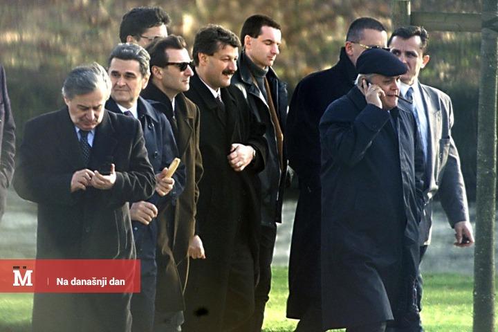 Milan Milutinović predvodi delegaciju SR Jugoslavije u Rambujeu