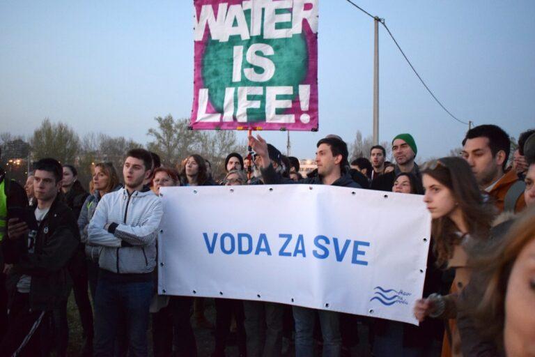 Protestna šetnja na Savskom nasipu povodom Svetskog dana vode, 2019; Foto: Predrag Momčilović / Mašina