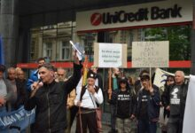 """Nema hipoteke na reke"". Protest ispred UniCredit banke zbog finansiranja izgradnje MHE"