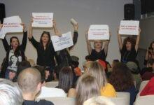 Grupa žena prekinula tribinu u Novom Sadu