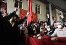Nakon 323 dana štrajka glađu umro je Ibrahim Gokček. Policija gađala suzavcem ožalošćene