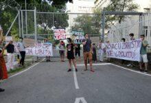 """Deo """"političkih zatvorenika"""" pušten da se brani sa slobode nakon protesta ispred zatvora"""