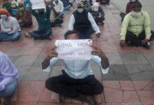 Građevinci iz Indije protestuju ispred sedišta gradske uprave u Kraljevu