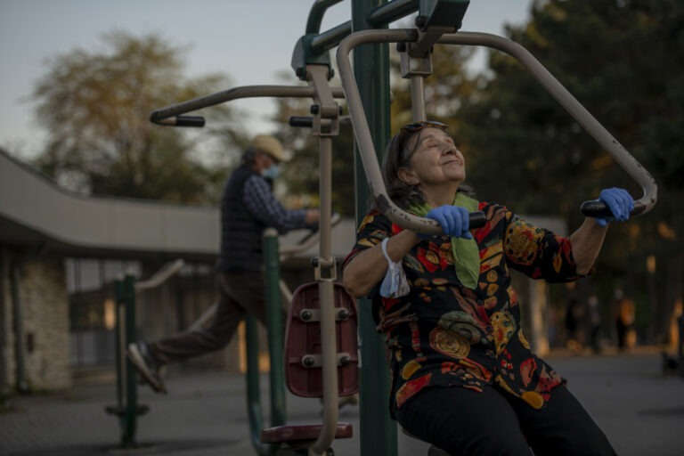 Rekreacija starijih građana nakon mesec dana zabrane izlaska iz kuće; Foto: Nemanja Pančić / Kamerades