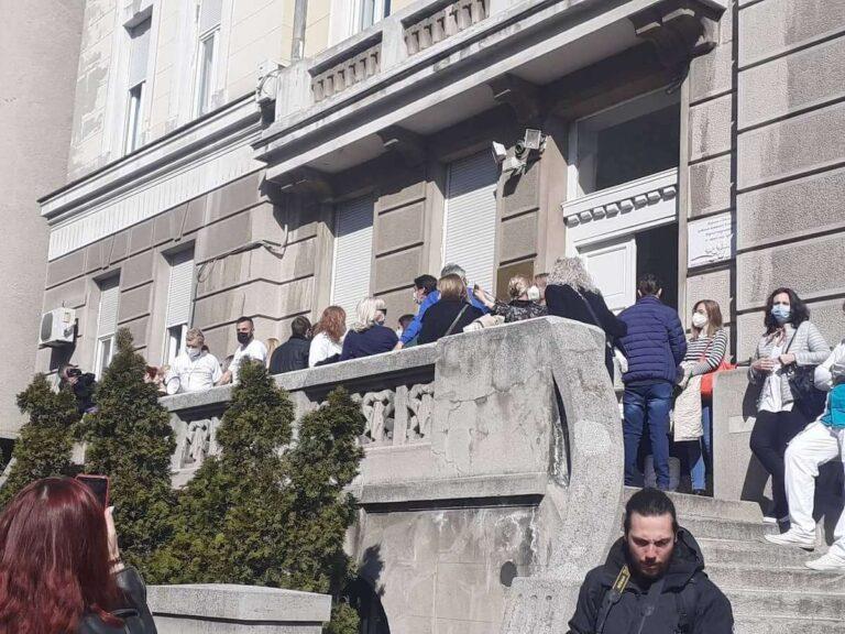 Skup podrške ispred Studentske poliklinike u Beogradu, 22. februar 2021; Foto: Jelena Lalatović / Mašina